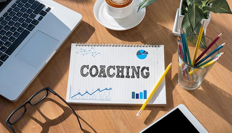 【図解】コーチングとは?ティーチングとの違いで学ぶ、その意味と効果的な使い分け